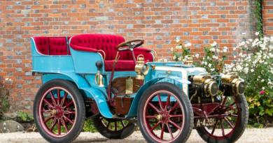 Один из первых автомобилей в мире выставили на аукцион