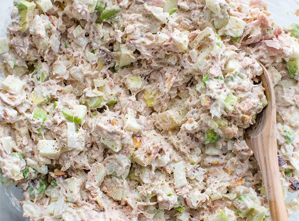 Нежный салат из тунца с авокадо