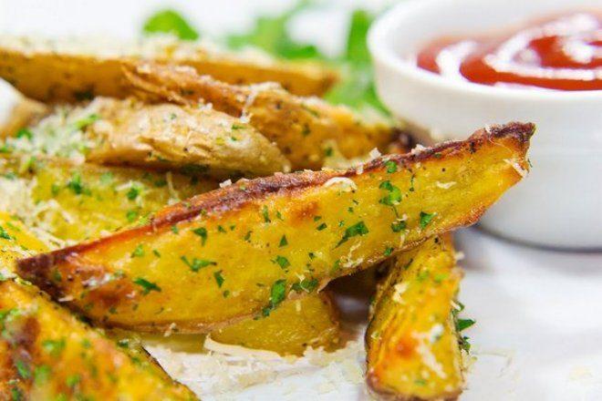 Золотистый картофель под сыром