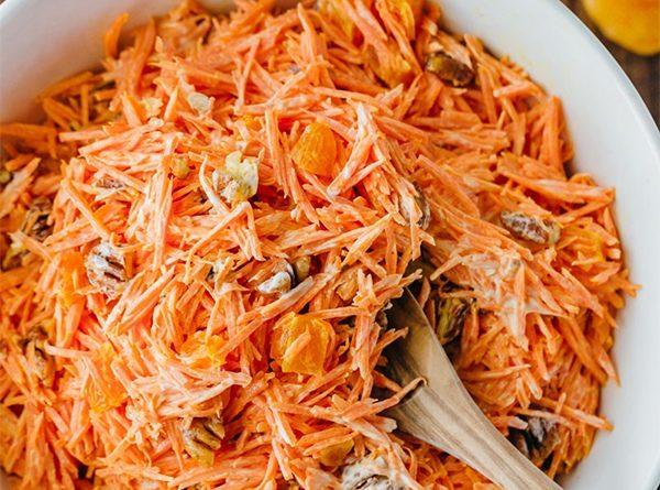 Салат из моркови с курагой и орехами пекан