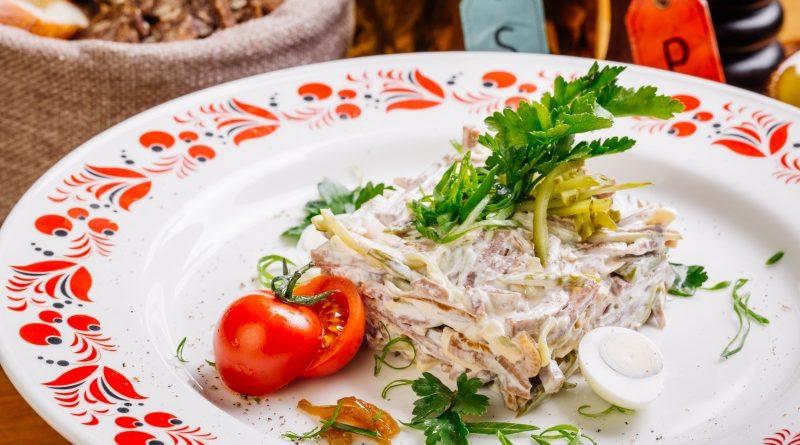 Рецепт салата с лавашом и сыром