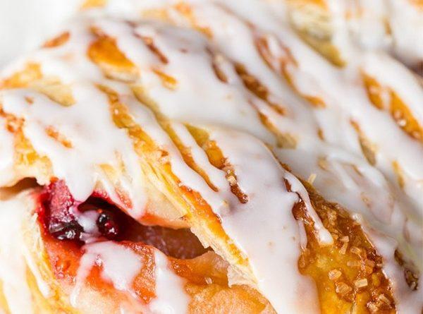 Плетеный пирог с яблочно-клюквенной начинкой