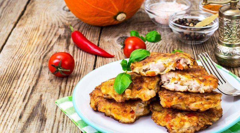 Готовим куриные оладьи с грибами